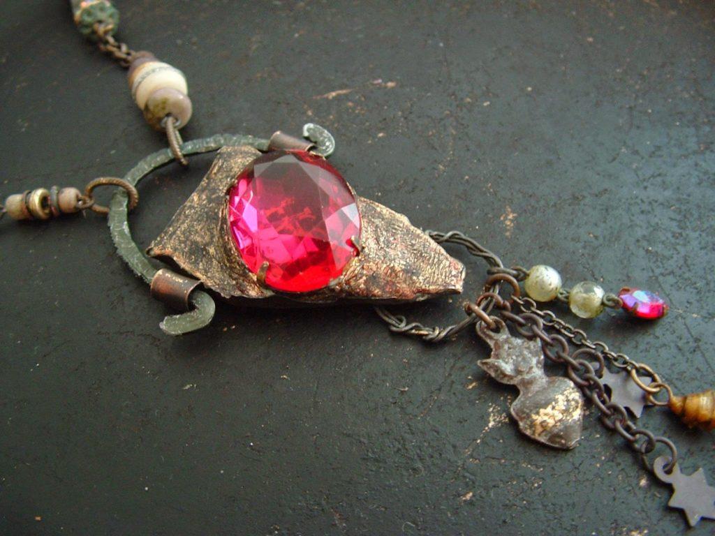 Амулет с рубином