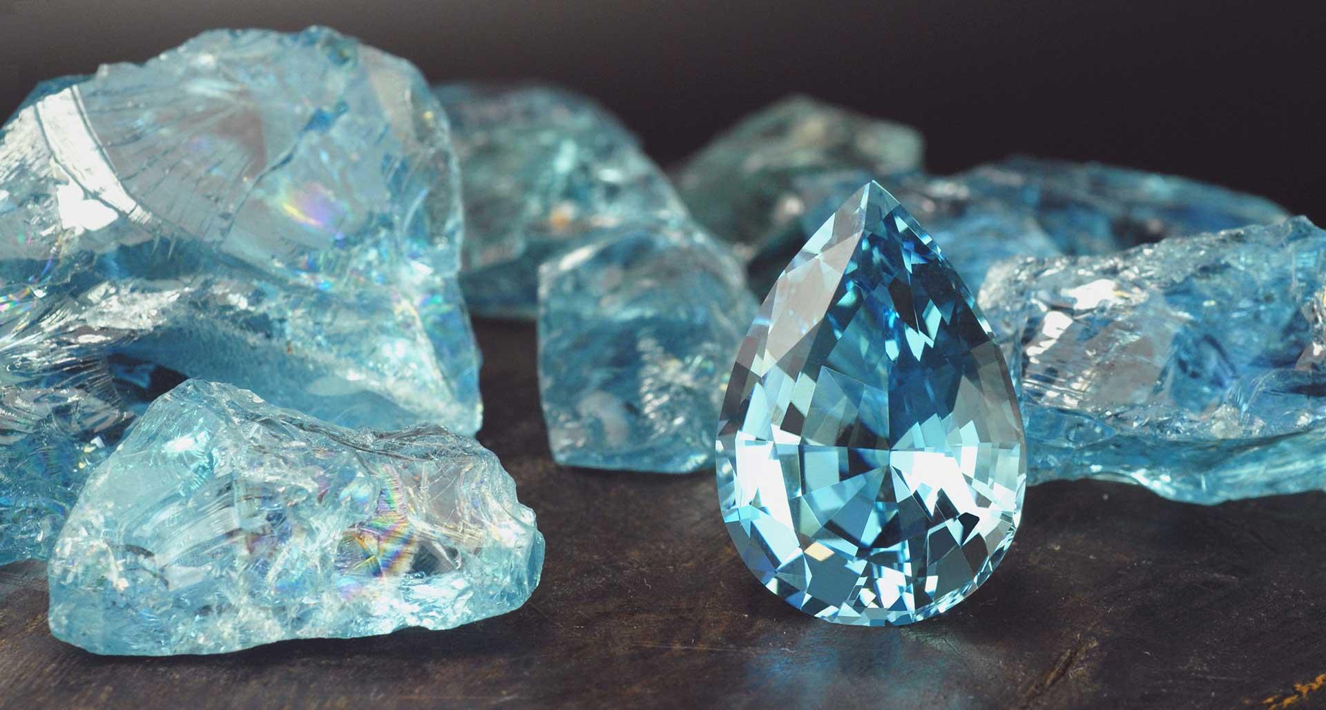Аквамариново синий