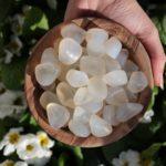 Камень белый агат