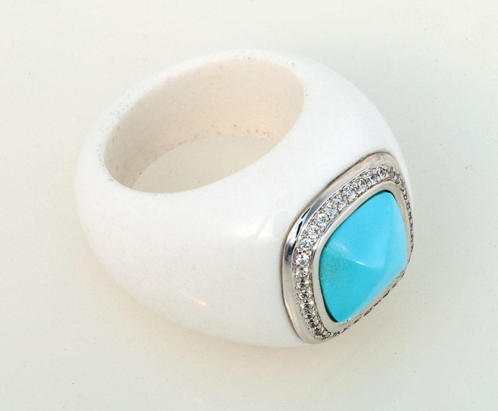 кольцо из белого агата