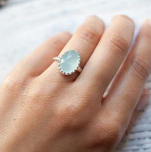 Какой камень подходит Ракам женщинам: по гороскопу и дате рождения