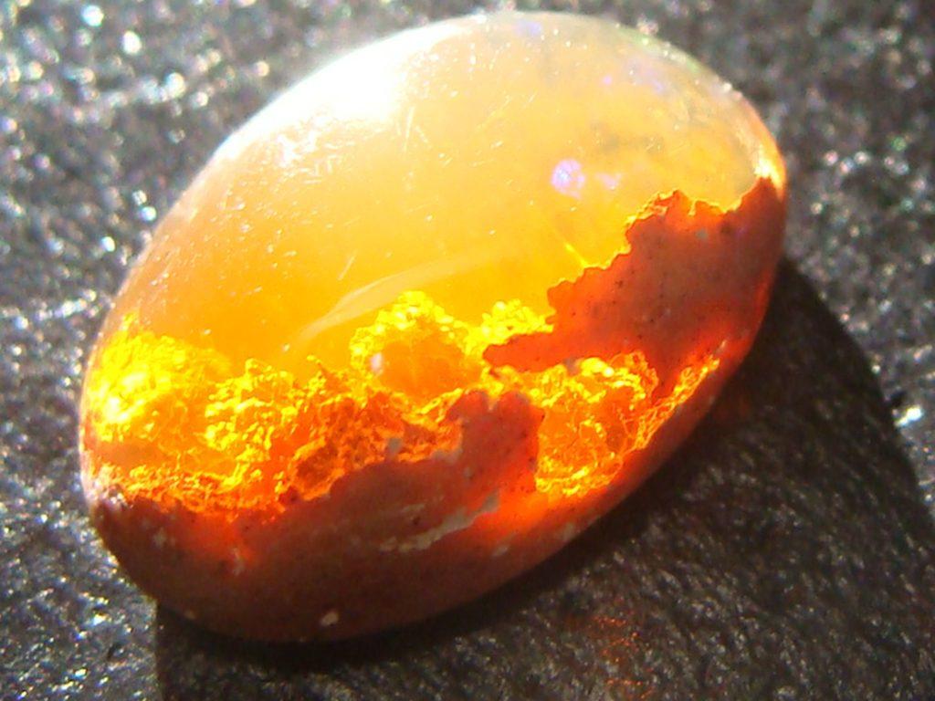 камень огненный опал