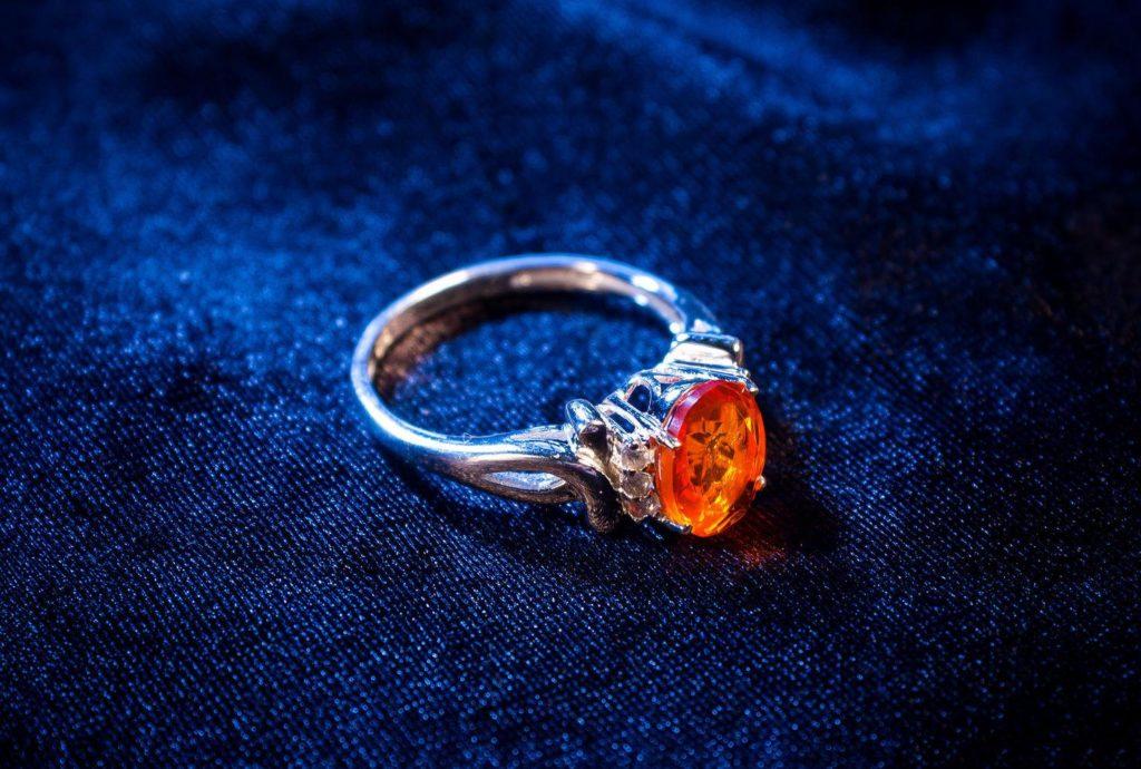 кольцо с камнем огненный опал