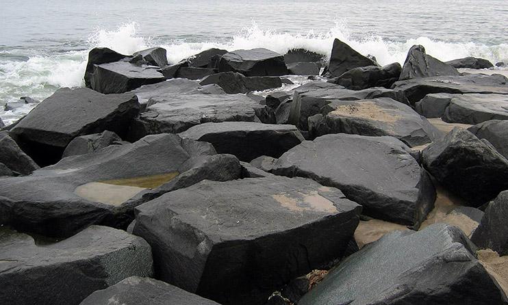 огромные камни гагата