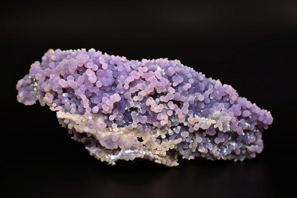 Камень халцедон