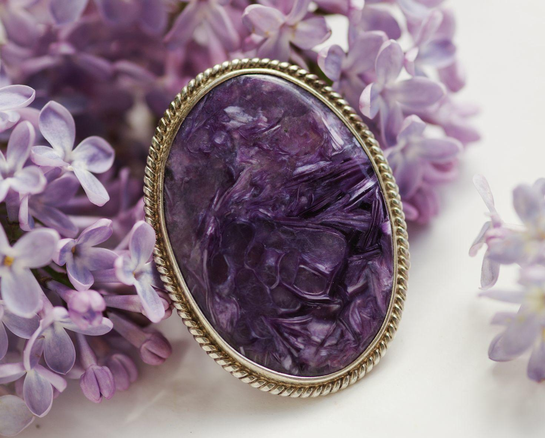Сиреневый камень чароит