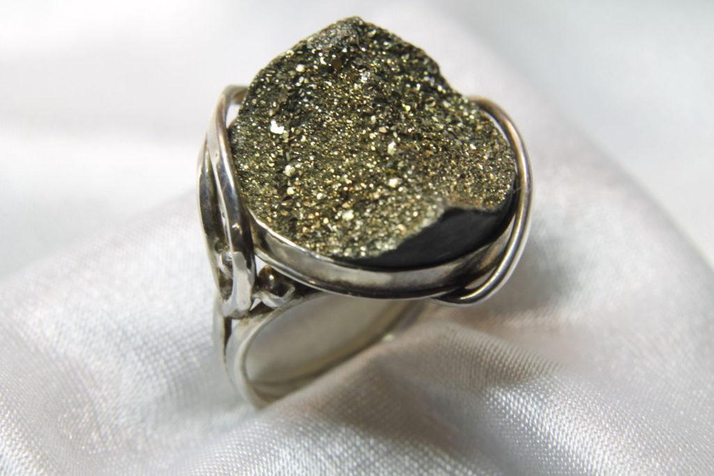 кольцо с марказитом