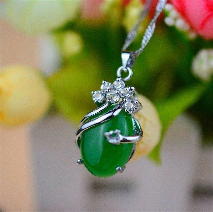 Нефрит - целебный камень