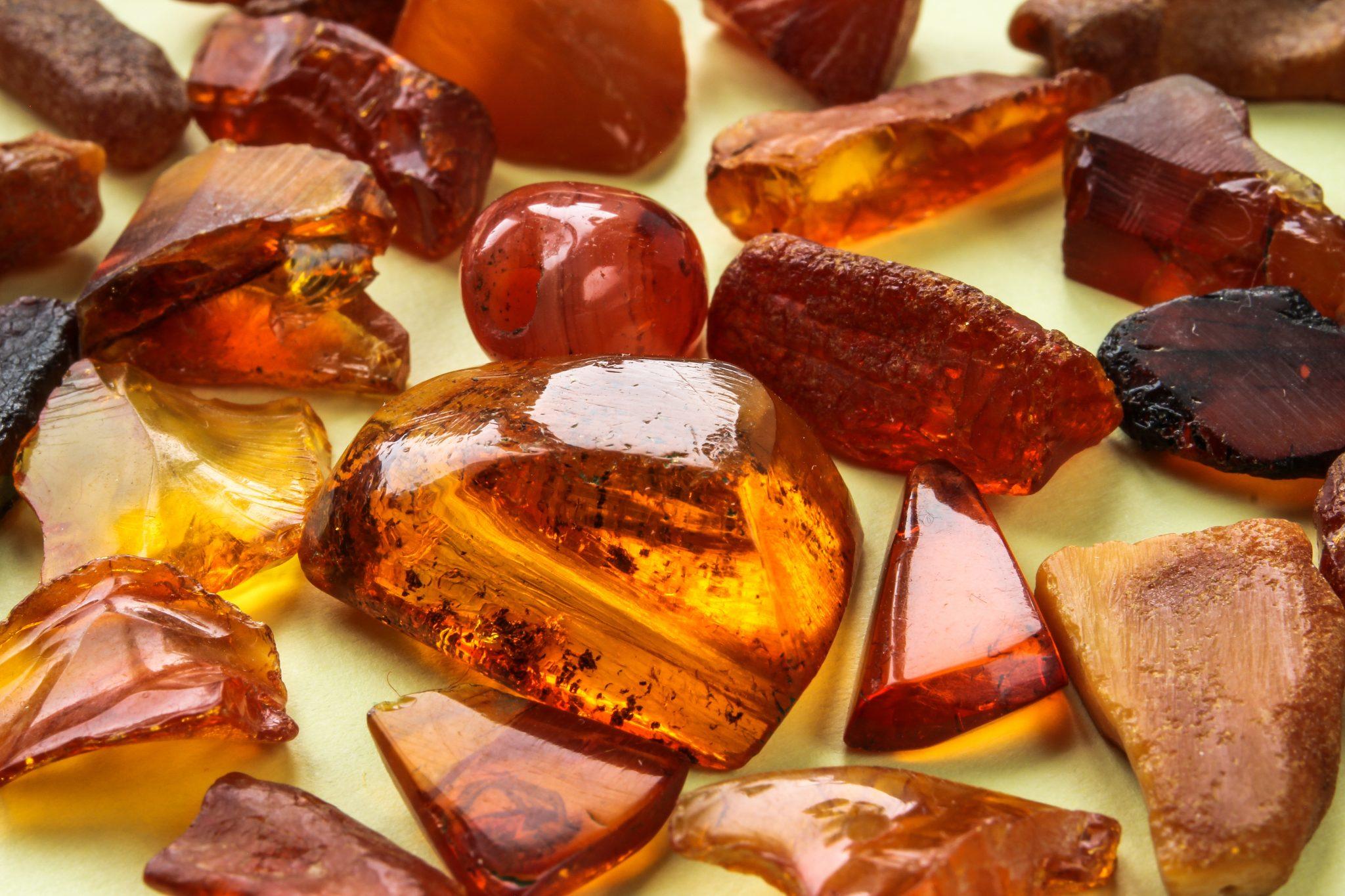 Камень Янтарь: магические свойства и кому подходит по знаку зодиака