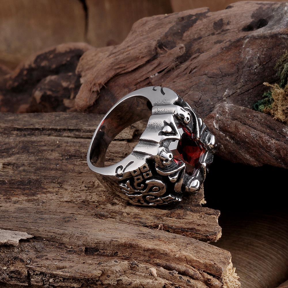 мужской перстень с красным цирконом
