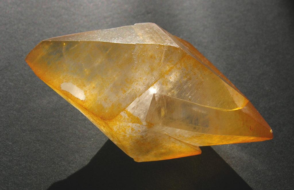 Камень кальцит: значение, свойства, описание минерала