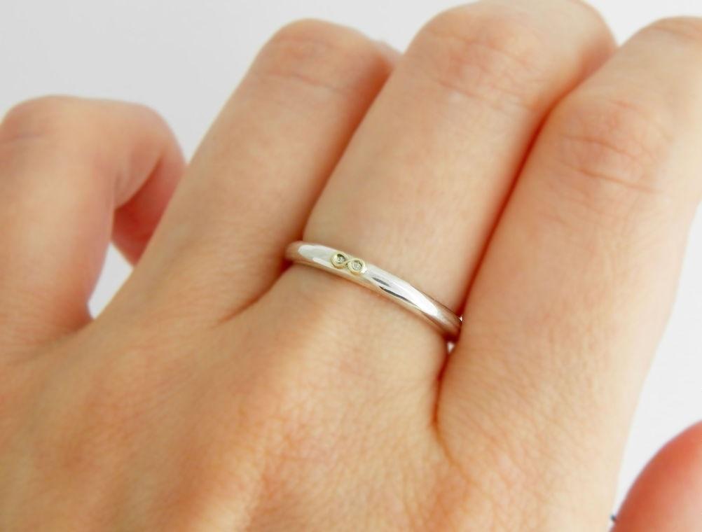 ade32fa574de Белое золото 750 пробы — сплав золота с палладием или никелем, иногда  платиной. Сплав белого золота отличается характерным тусклым блеском.