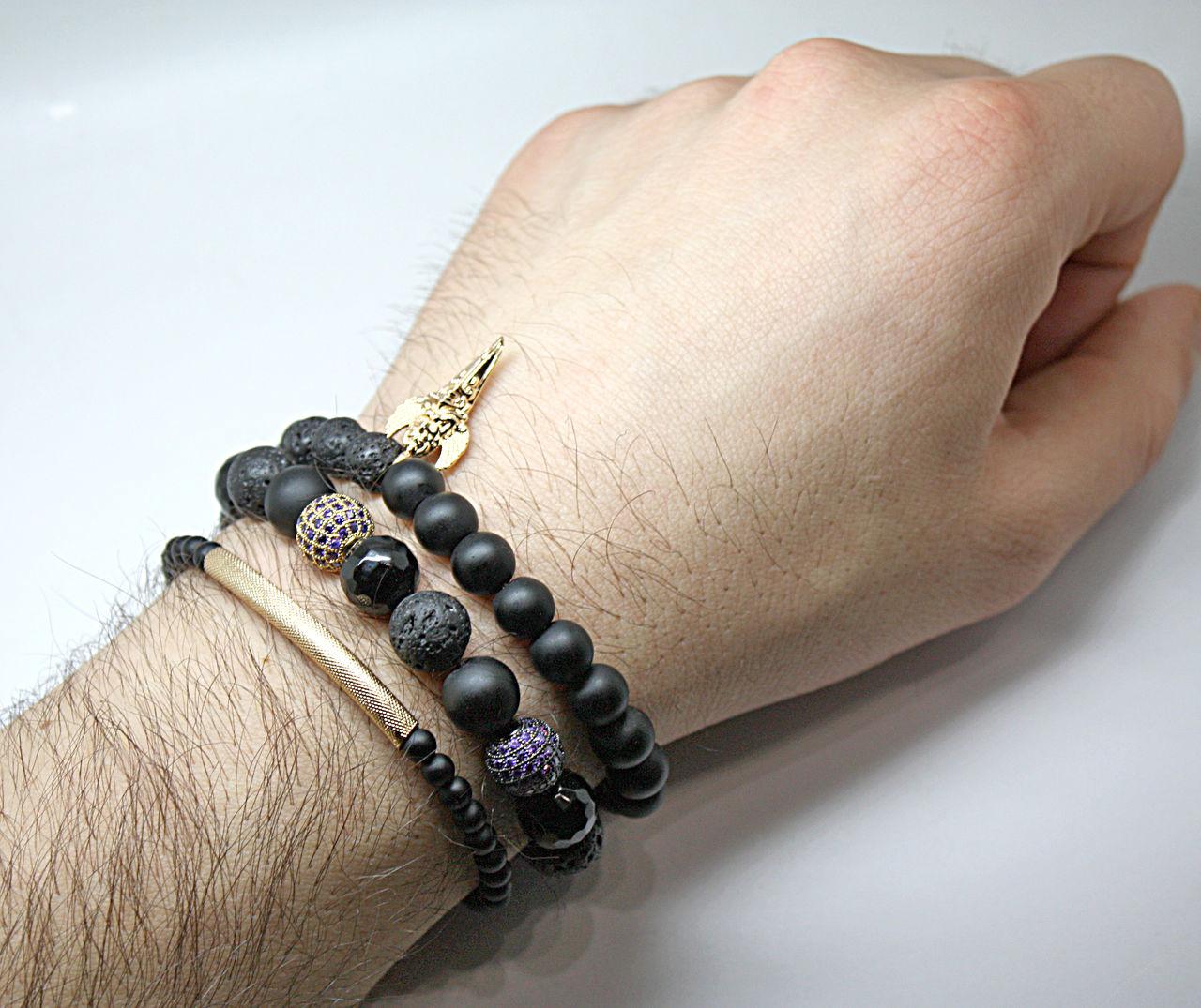 На какой руке носят браслет мужчины