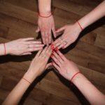 Как надо носить красную нить?