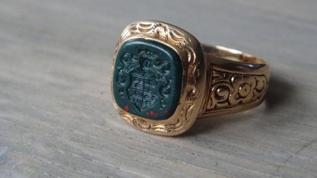 Перстень с гелиотропом