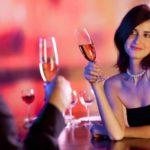Мужчина с женщиной в ресторане