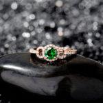 Камень цаворит: происхождение, свойства, цена