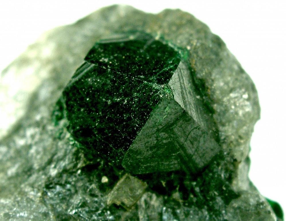 Драгоценный камень Уваровит
