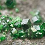 Камень уваровит: свойства, значение, фото