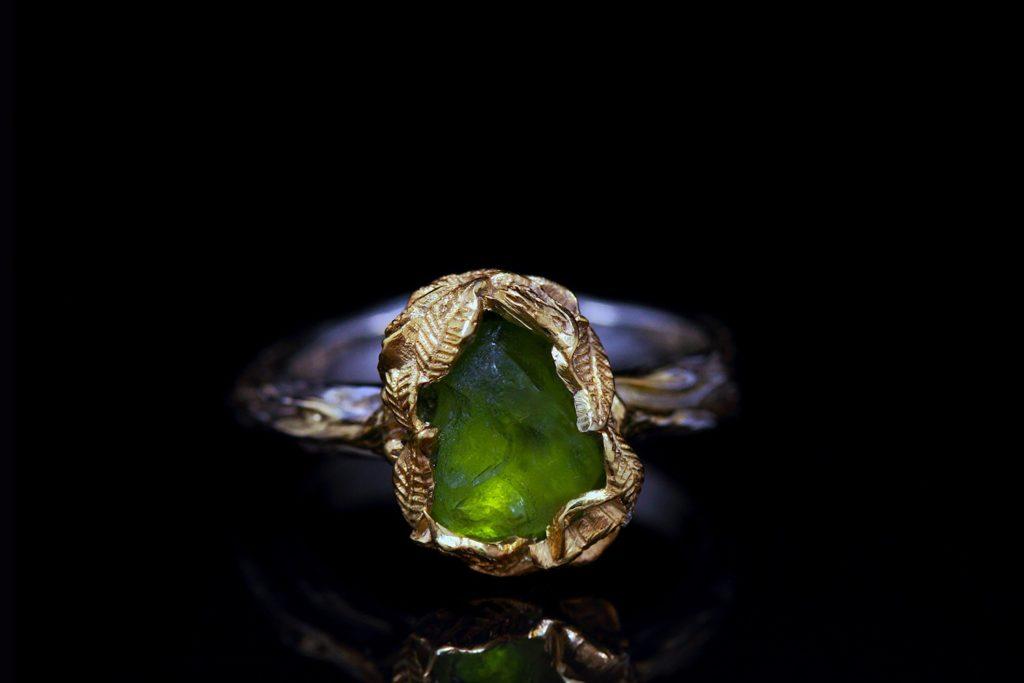 Перстень с цаворитом