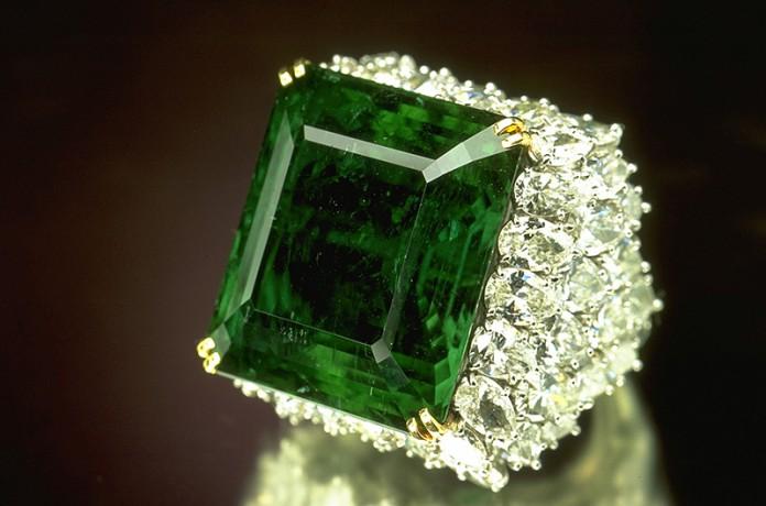 Зеленый гранат - уваровит