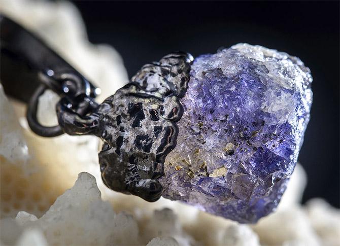 Перстень с иолитом