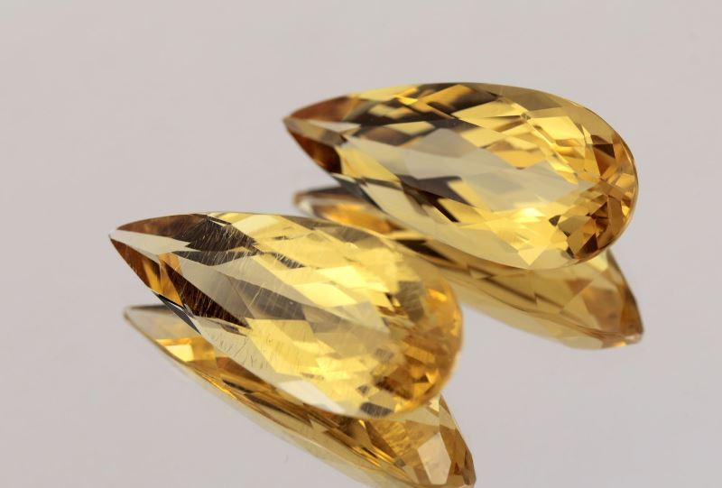 Кристаллы камня гелиодор