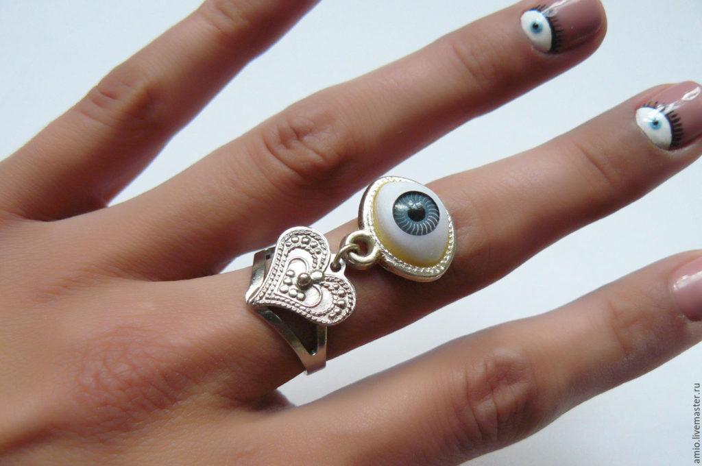 Глаз Фатимы на пальце