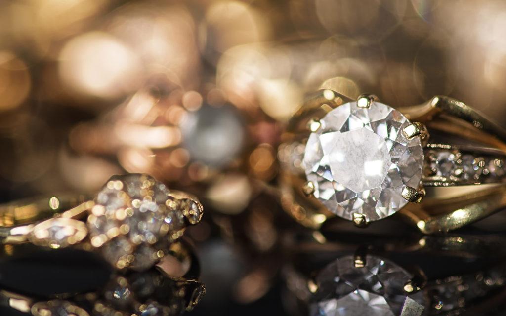 Перстень в алмазом