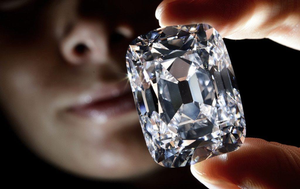 Камень алмаз (бриллиант)