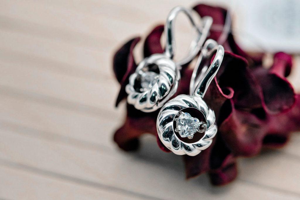 Серьги с танцующими бриллиантами