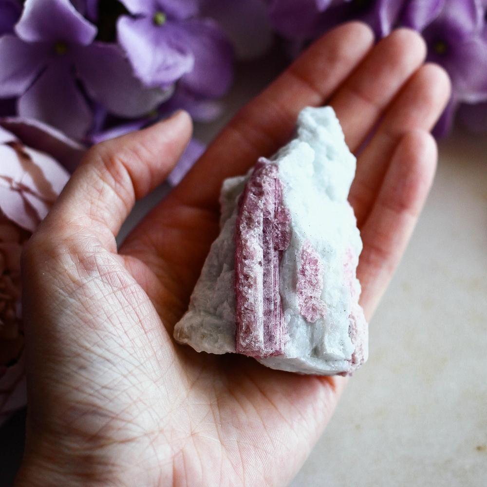 Розовый турмалин