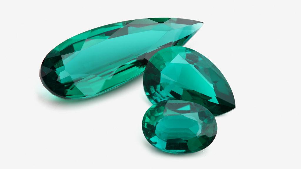 Роскошный камень Изумруд