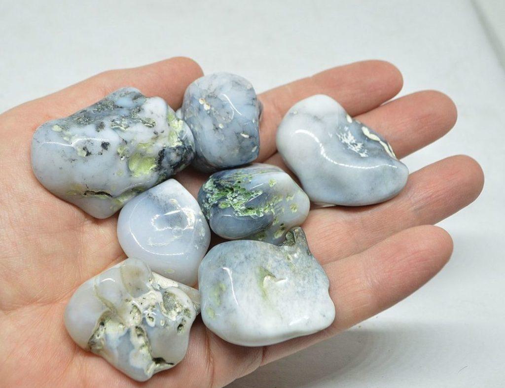 Камни кахолонг